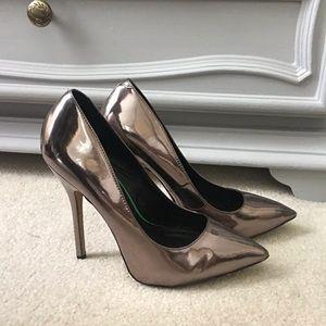 STEVE MADDEN metallic heels